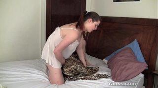 Hot Leanne masturbating