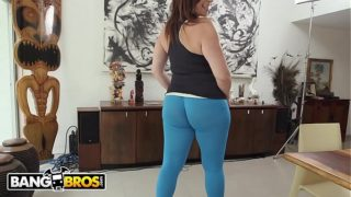 Milf Sara Jay makes that dick spray hd